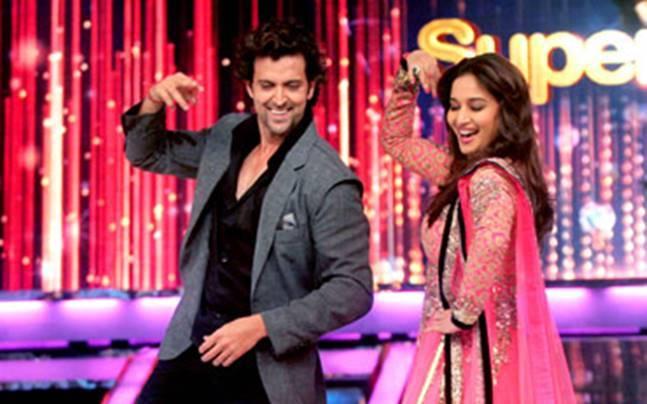 Hrithik Roshan and Madhuri Dixit shake a leg on the grand finale of Jhalak Dikhhla Jaa Season 6.
