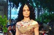 Kangana looks like a Mughal empress at the India Couture Week