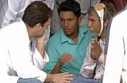Rahul Gandhi meets Dalit family in Una, announces Rs 5 lakh as help
