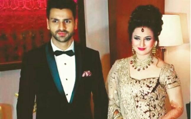 Divyanka Tripathi and Vivek Dahiya arrive for their wedding reception. Picture courtesy: Instagram/divyankadiaries