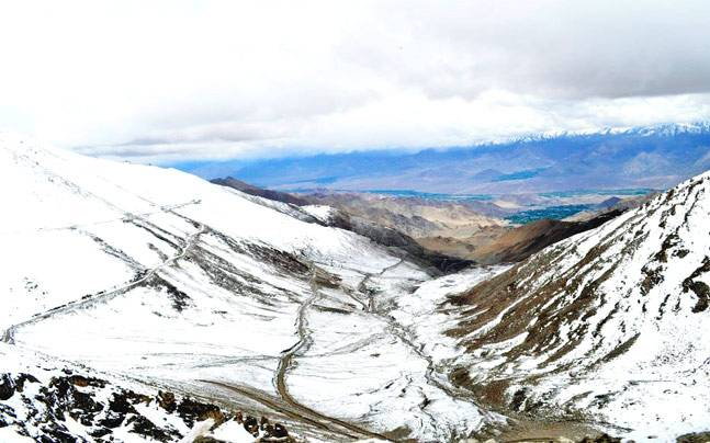 The road to Khardunga La, near Ladakh. Photo: Bhavneet Singh Aurora