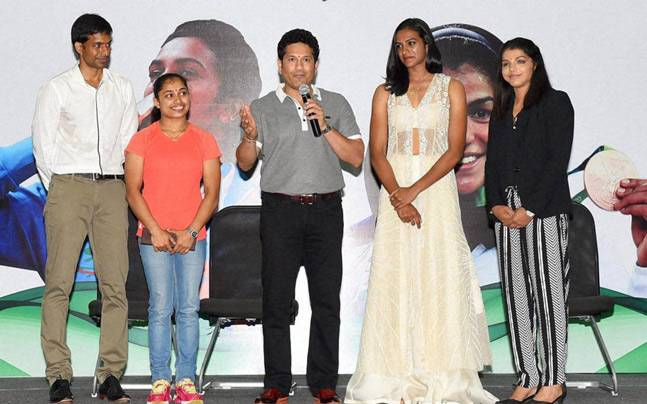 Sachin Tendulkar with Gopichand, Dipa Karmakar, PV Sindhu and Sakshi Malik