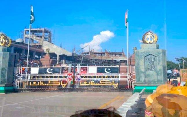 Samaa TV just saw a Pakistan-shaped cloud over Wagah and