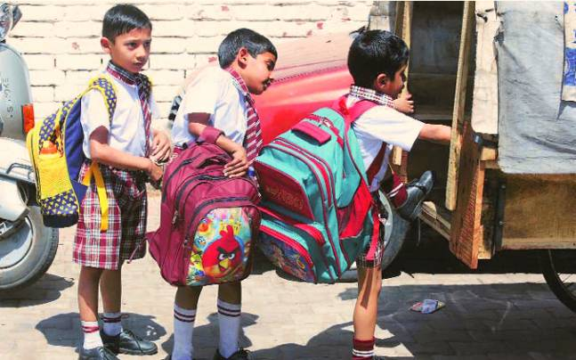 2 kids held a 'Press Conference' just to tell the dilemma of carrying schoolbags