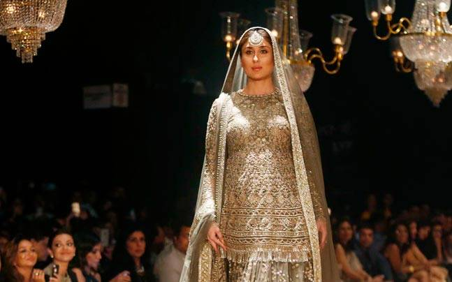 Kareena Kapoor Khan walks the ramp at LFW