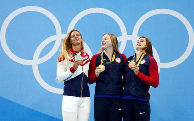 Lilly King (USA) and Katie Meili (USA) of USA and Yulia Efimova (RUS) of Russia pose with their medals. (Reuters Photo)