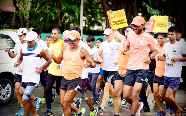 Siddarth Choudhary (in blue sungalsses), with members from the running group he founded, Gurgaon Road Runners. Picture courtesy: Rendezvous With Rashmi