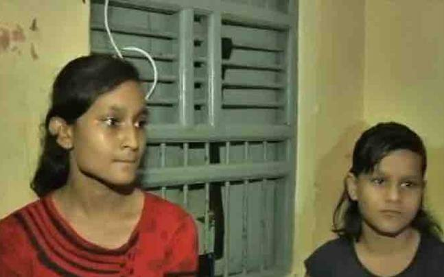 The two sisters who wrote the blood letter to Akhilesh Yadav (Image:ANI)