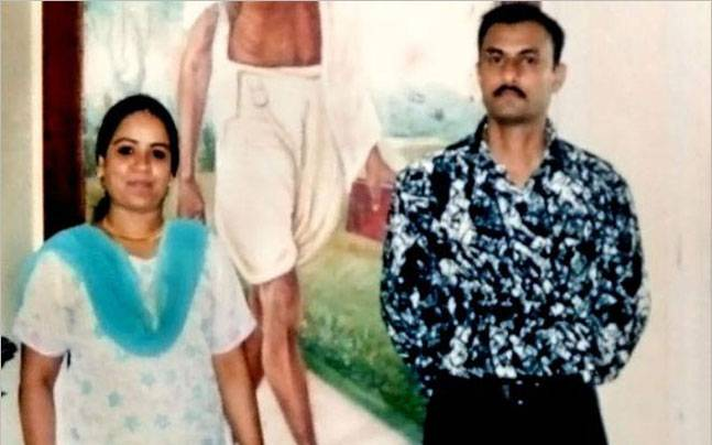 Sohrabuddin Shaikh and his wife, Kausar Bi