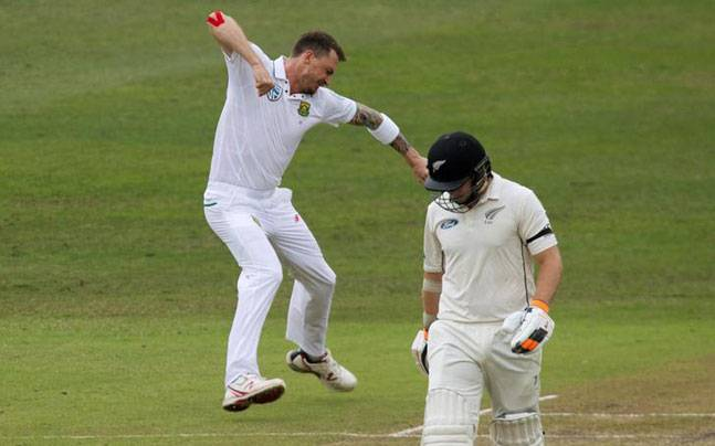 Dale Steyn in action on Day 3. (Reuters Photo)