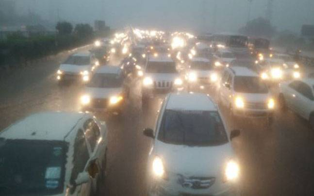 7 things to do while being stuck in a traffic jam on flooded roads