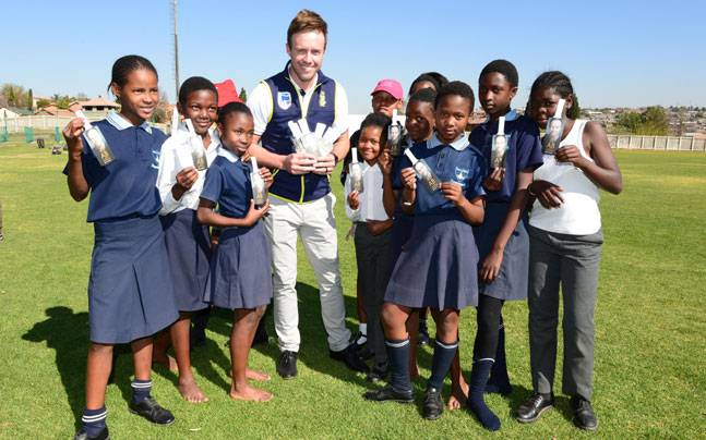 AB de Villiers with Alexandra Hub kids