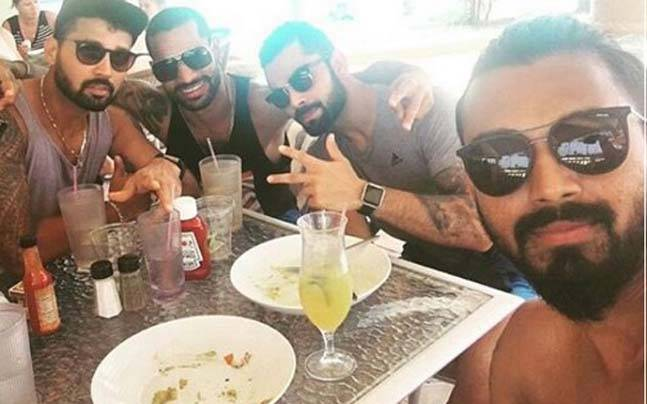 Rahul takes a selfie with Kohli, Dhawan and Vijay