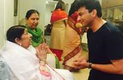 Vikas Khanna takes blessings from Lata Didi for MasterChef India