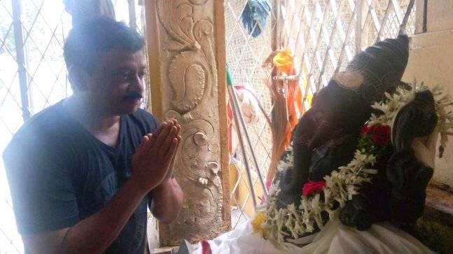 Ram Gopal Varma praying to Lord Ganesha