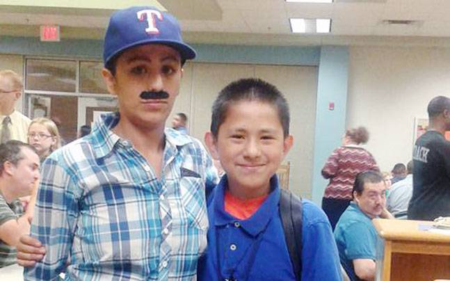 Single mom poses as dad for son's school event