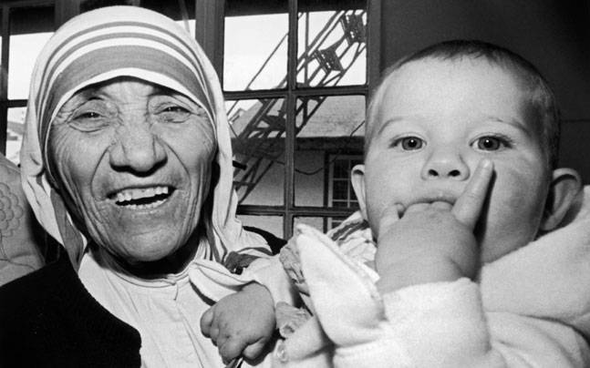 Mother Teresa at a signing ceremony in Hong Kong in 1985. Picture credits: Reuters