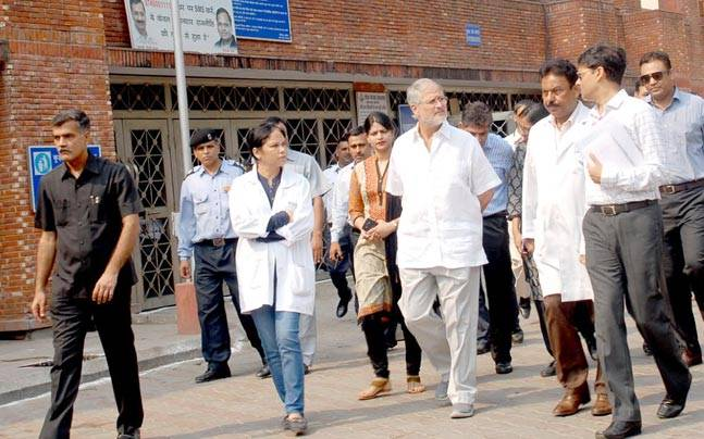 LG Najeeb Jung visits hospitals across Delhi on Sunday