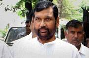 Traders' confederation urges Paswan to hold brand ambassadors liable for misleading ads