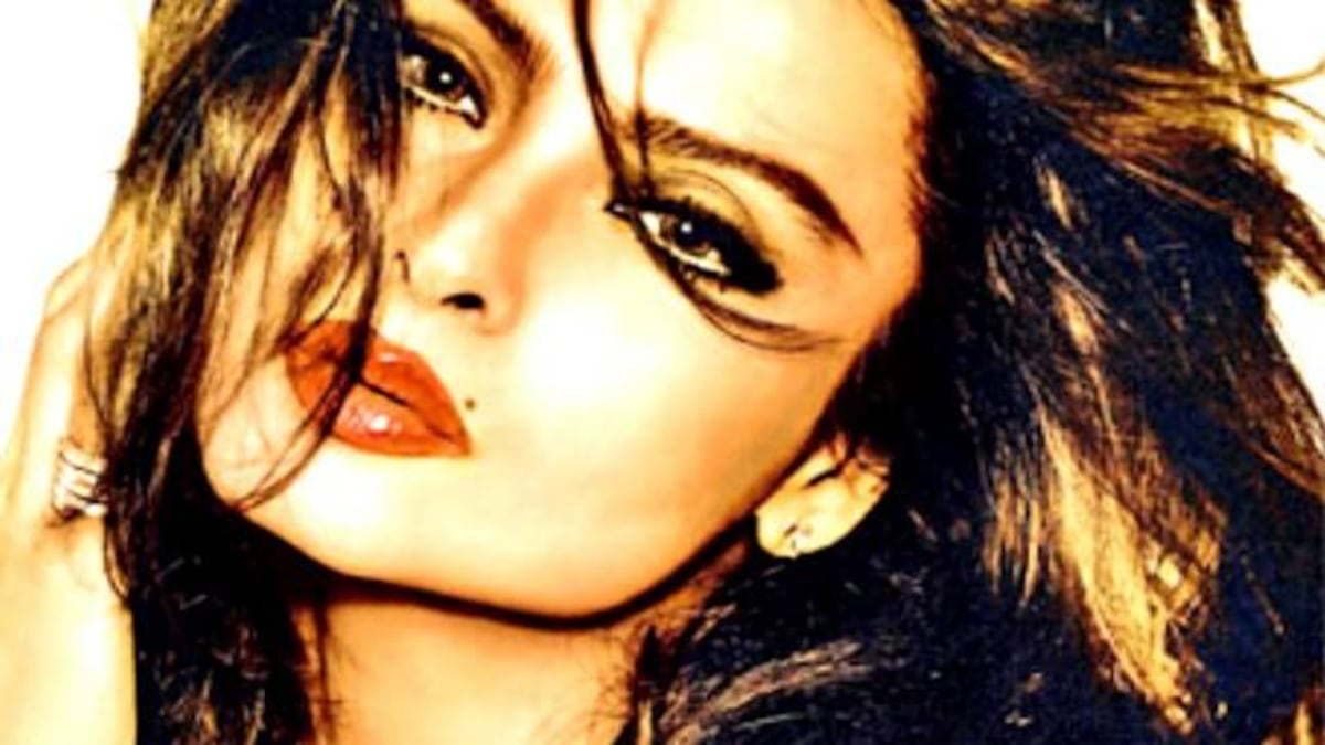 Smooch, Sindoor and Suicide: Rekha biography gives shocking