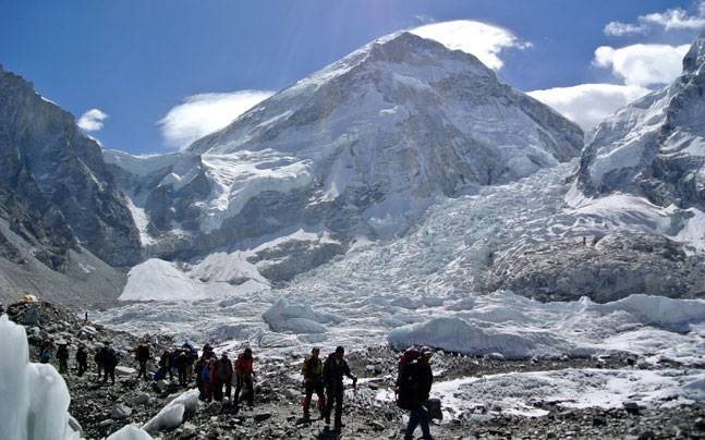 Trekkers on their way to the Everest Base Camp. Photo: Reuters
