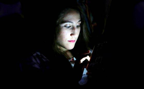 Smartphone addiction disrupts your sleep pattern, reveals study