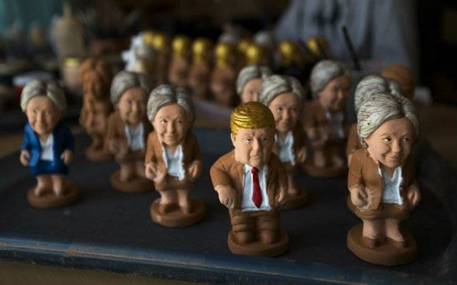 Caganer figurines of Hillary Clinton and Donald Trump