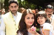 SEE PICS: Aaradhya's day out with Aishwarya, Abhishek and Amitabh Bachchan at Durga Puja 2016