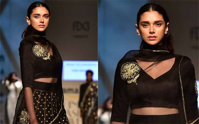 Aditi Rao Hydari walks the ramp for Raw Mango. Photo: Yogen Shah
