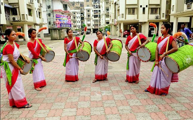These women dhakis are adding a new sight to an old tradition. Picture courtesy: gettyimages.co.uk