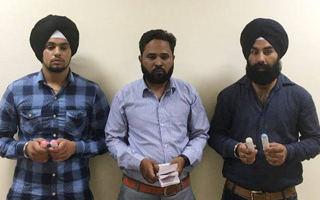 Three persons arrested by DRI for carrying undeclared forex