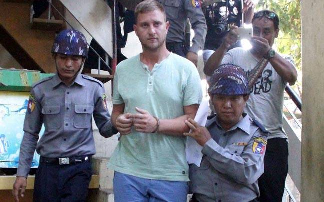 Klass Haytema being escorted by Burmese police after a court appearance. (Getty image)