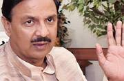 Kejriwal's wrong poser gets a terse reply from Mahesh Sharma on Twitter