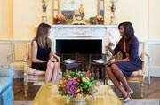 After Hillary, Michelle wears purple for her first official meeting with Melania Trump
