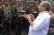 Defence Minister and Army Chief review security in Kashmir- meet forward troops