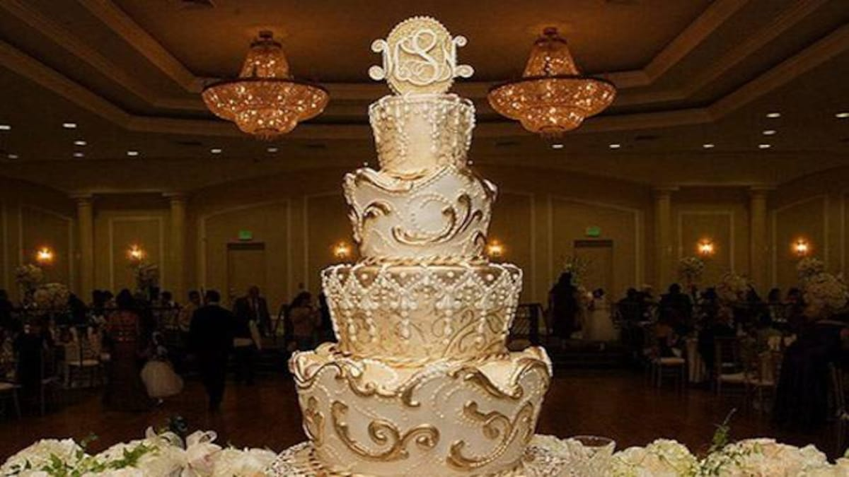 Peachy Heres What Makes A Cake Worth 75 Million Dollars Luxury Cakes Personalised Birthday Cards Veneteletsinfo