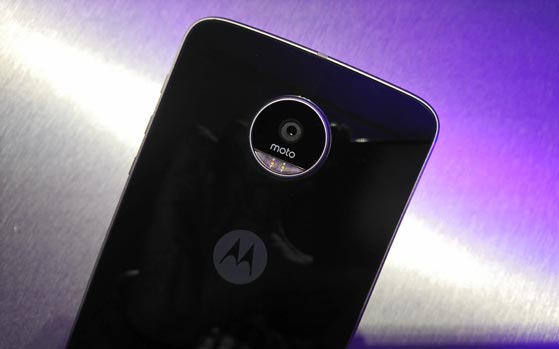 Motorola launches Mophie battery and Incipio car dock Moto