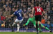 Baines scores late penalty as Everton hold United to 1-1 draw