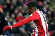 Defoe penalties earn Sunderland 2-2 draw with Liverpool