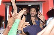 Raees By Rail: Shah Rukh Khan reaches Delhi to heavy security and shouting fans