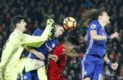 Premier League: Chelsea held by Liverpool but rivals fail to profit