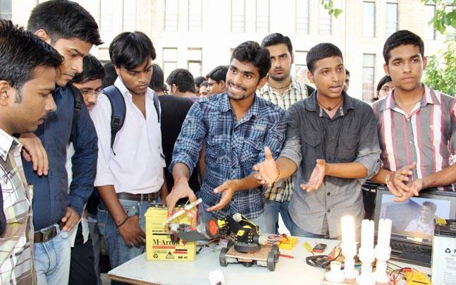Online complaints redressal mechanism to be set up for engineering students