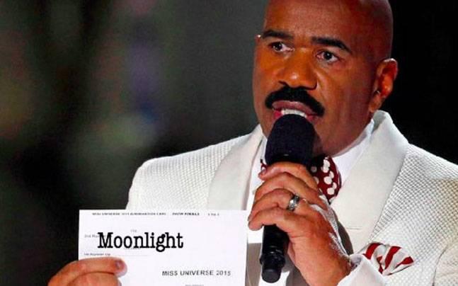 la la land moonlight story_647_022717111925 oscars goof up twitter reacts to warren beatty giving best film