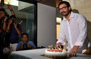 Aamir Khan to spend 52nd birthday with the Phogat girls, gorge over mother's seekh kababs
