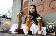 Breaking stereotypes, this schoolgirl from J-K's Baramullah is quite a match for boys in cricket dangal, wants to meet Virat Kohli