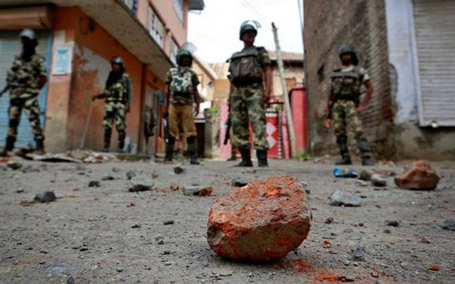 Civilians clashed with security personnel in Kashmir (Picture for representation; ANI photo)