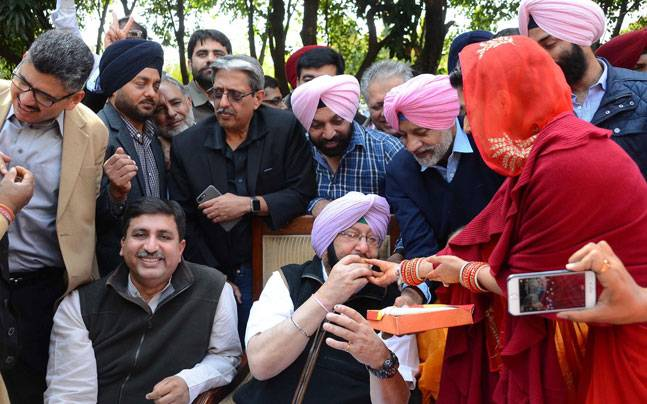 Supporters greet Amarinder Singh in Punjab (Photo: India Today/Prabhjot Gill)