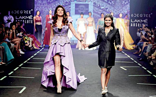 Sashi Vangapalli with Sushmita Sen at LIFW 2017. Picture courtesy: Simply Hyderabad