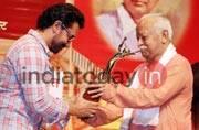 Aamir Khan receives Deenananth Mangeshkar Award for Dangal