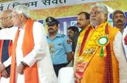 Nitish shares stage with BJP leaders on Ram Navami; Lalu and sons absent
